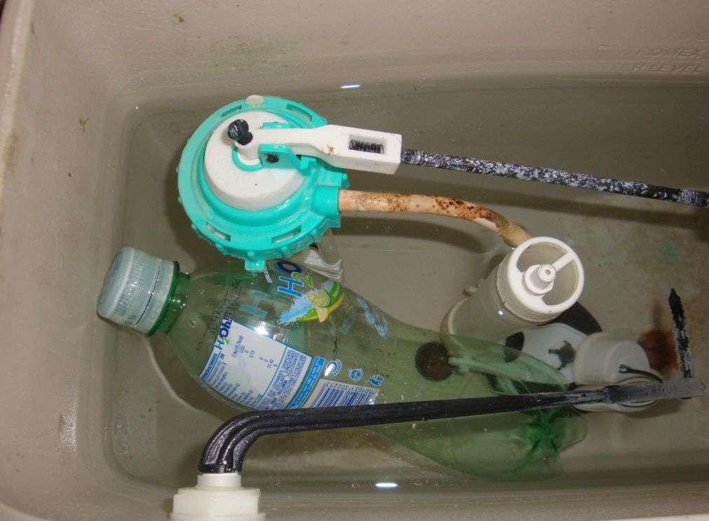 ahorroaguainodorobotell - Manual: Ahorra agua y dinero con una botella de plástico en la cisterna del WC